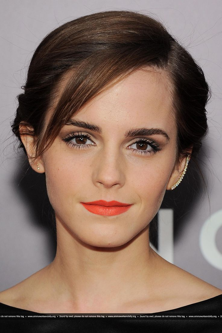 Balance a bright lip with a neutral eye a la Emma Watson and make your pout pop. Source: Pinterest