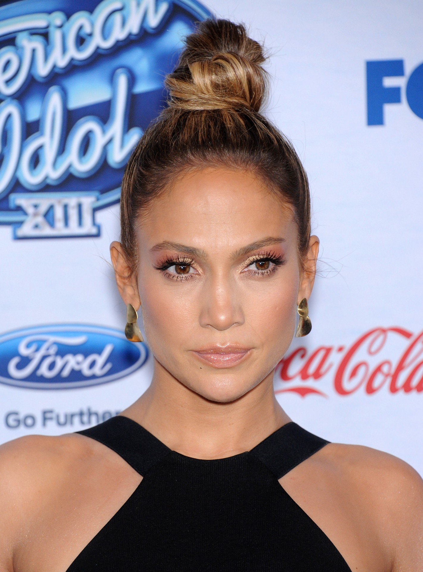 If you got 'em, flaunt 'em! JLO knows how to put her lashes to work!