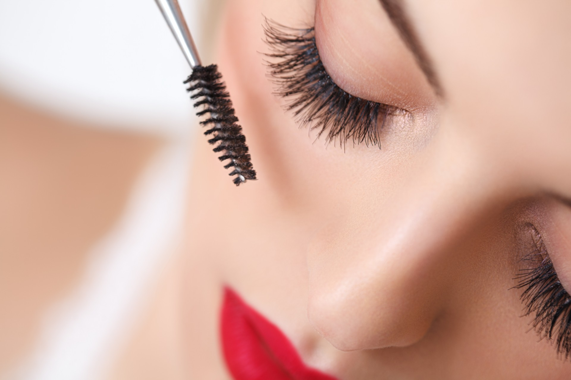 Flutter those lashes at the groom-to-be!