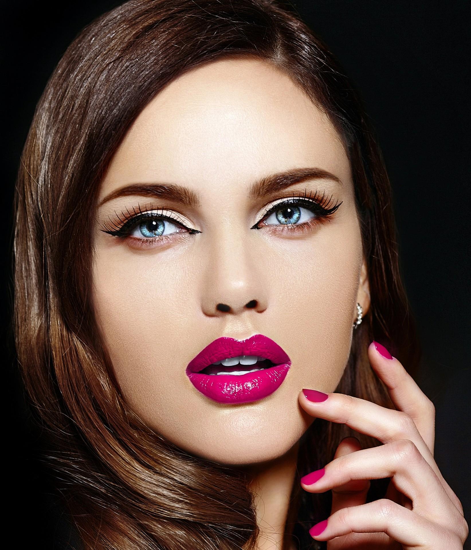 Majenta lips are super alluring this season